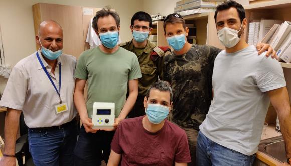 צוות הייצור של מכונת הנשמה מכנית זולה וחד פעמית