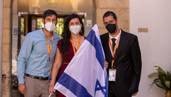 שלושת הנציגים הישראלים בקורס של אוניברסיטת החלל הבינלאומית בגרנדה. מימין לשמאל: דור אפריאט, מלודי קורמן דורון זלמן (בוגר הנדסה מכנית)