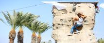 בפקולטה להנדסה מטפסים על הקירות